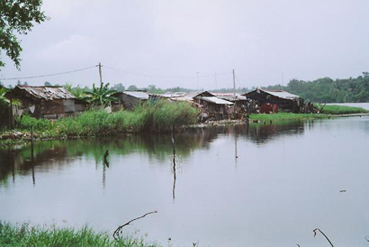 community houses on the edge of the lagoon